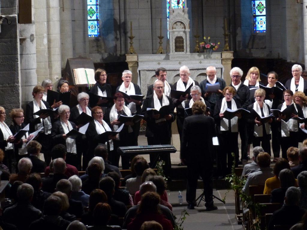 Cantate en FA lors du concert commun avec la chorale de Prondines à Herment